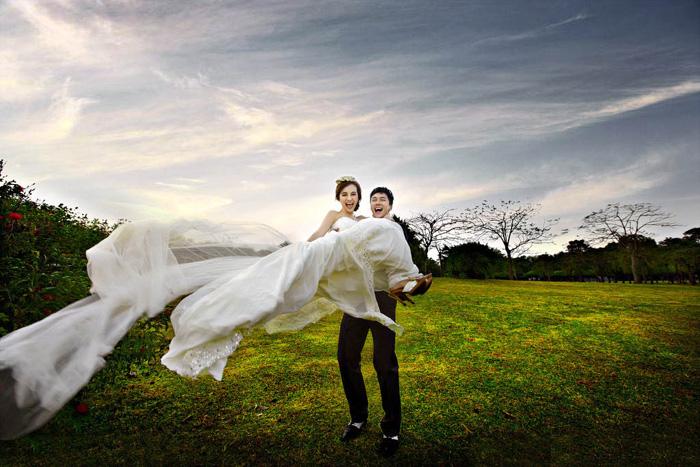 ps打造大气的秋季暗蓝色外景婚片