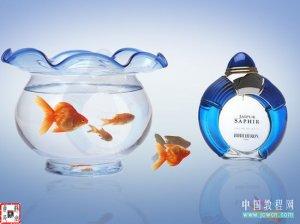PS合成创意的香水广告海报