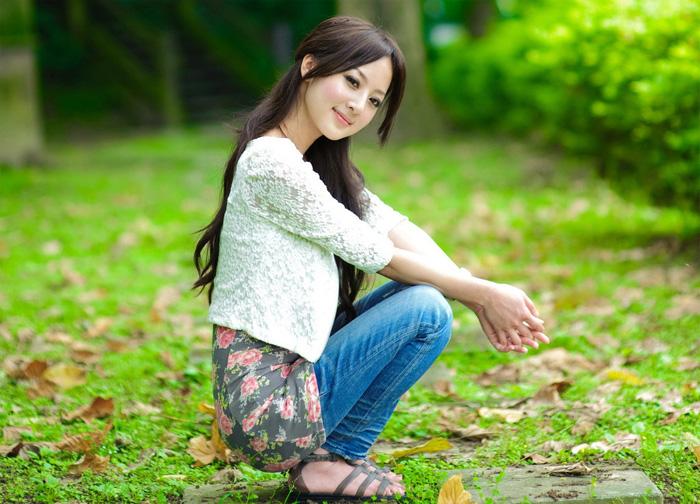 ps给外景美女加上流行的秋季淡褐色