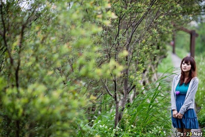 ps给树丛中的美女加上小清新粉红色