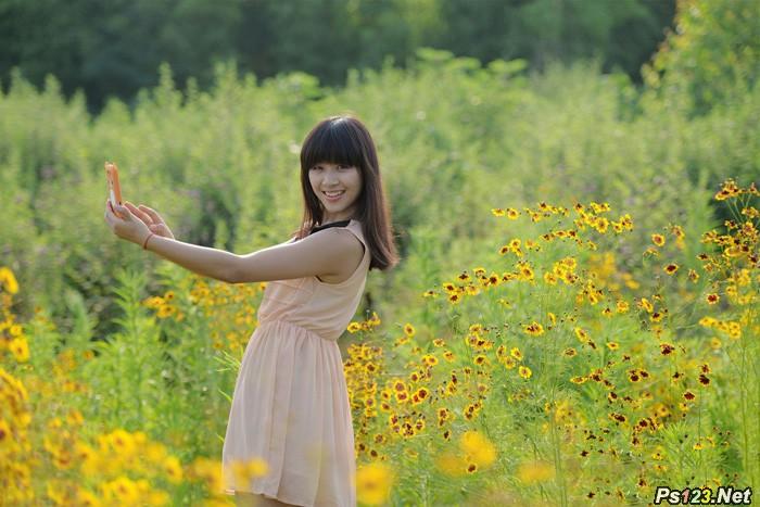 ps给野花中的美女加上纯美的淡黄色