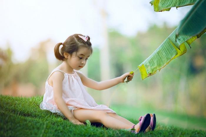 ps给芭蕉叶下的女孩加上小清新黄绿色