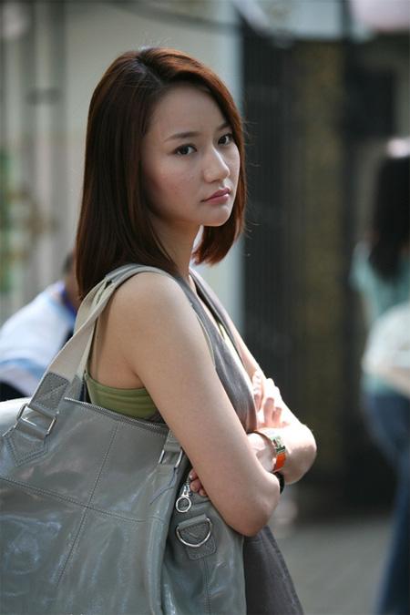 ps给偏暗的街景美女加上韩系淡红色