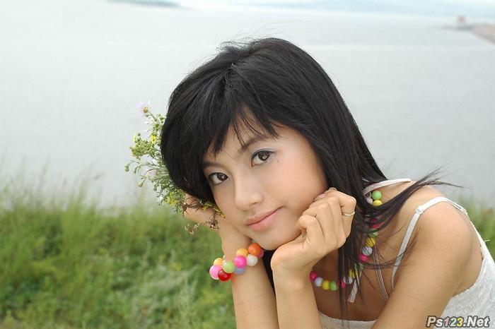 ps给河边美女图片加上柔和的韩系淡橙色
