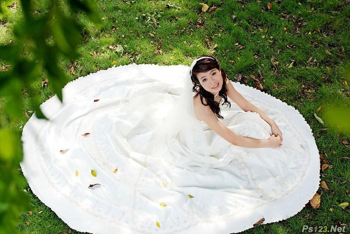 ps给草地婚纱美女增加流行的青蓝色