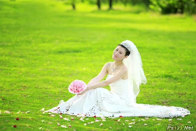 PS给草地上的婚纱美女加上甜美的淡绿色