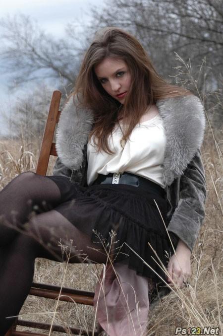 ps给冬季人物图片加上唯美的冷色