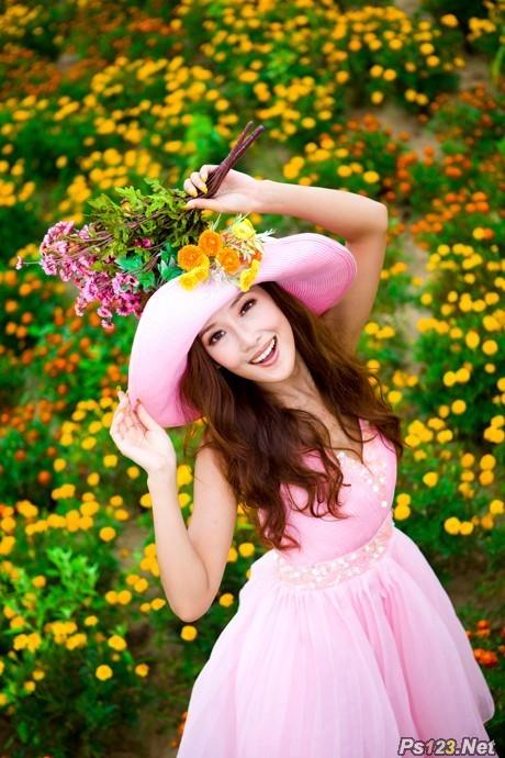 ps两步打造柔美的暖色花景人物图片