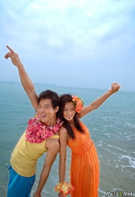 Photosho给海景情侣图片加上艳丽的青黄色