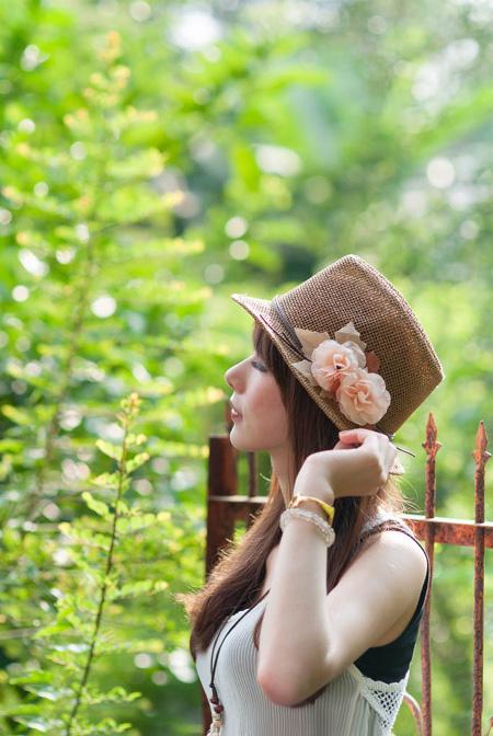 ps打造清爽的夏季淡色外景美女图片