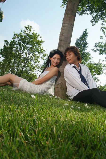 ps给草地情侣图片加上浪漫的星空背景