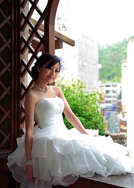 photoshop cs6 给外景婚纱照美女加柔美的淡黄色调