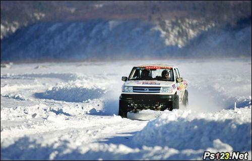 教你如何在冰雪天拍好越野车比赛