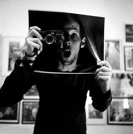 创意自拍:最与众不同的自拍像  三联教程