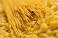 黄色通心粉食材图片