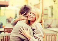 情侣拥抱唯美图片