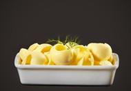 黄色冰激凌美食图片