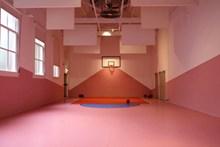 室内篮球场图片