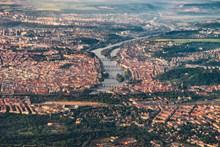 捷克布拉格小镇鸟瞰图图片下载