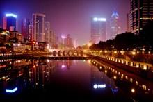 滨海城市建筑夜景图片