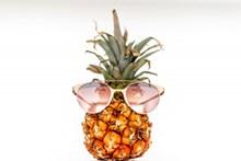 戴墨镜另类菠萝高清图片