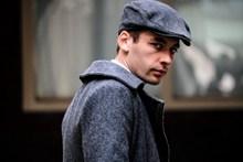 灰色贝雷帽欧美帅哥图片大全
