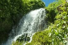 瀑布水花高清图