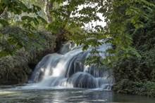 深山瀑布流风景图片