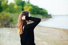 海边意境美女背影 海边意境美女背影大全图片下载