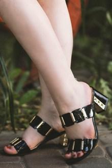 高跟凉鞋玉足高清图片