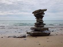 海边大块石头堆叠图片素材