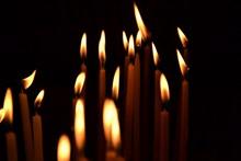 夜晚蜡烛火焰图片下载
