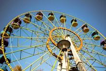 公园摩天轮旋转图片