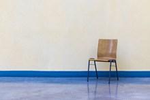 木制小靠背椅子高清图片