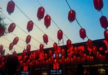 高挂大红灯笼图片