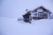 寒冬雪地木屋图片下载