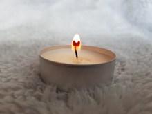 白色蜡烛火苗精美图片