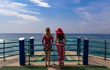 美女看海背影图精美图片
