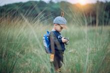 拿相机拍照的小朋友精美图片