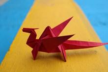 红千纸鹤高清图