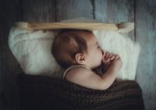 宝宝睡觉姿势图片大全
