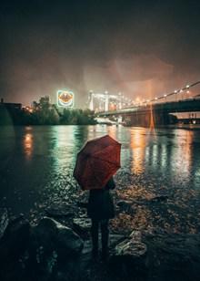 一个人撑伞背影伤感高清图片