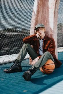 街头篮球帅哥图片素材