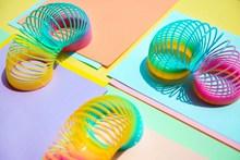 彩虹圈玩具高清图片
