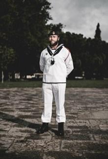 白色海军制服图片