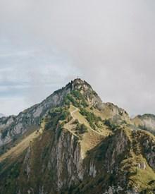 翠绿山脉图片