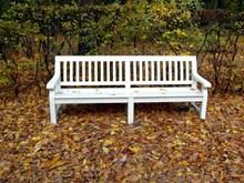 公园白色休闲靠椅高清图片