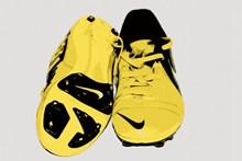 黄色耐克足球鞋图片