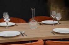 饭厅餐具摆放图片下载