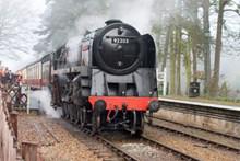 老式柴油火车高清图片
